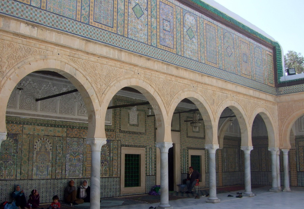 Barbiermoschee: Picknick vor dem Mausoleum