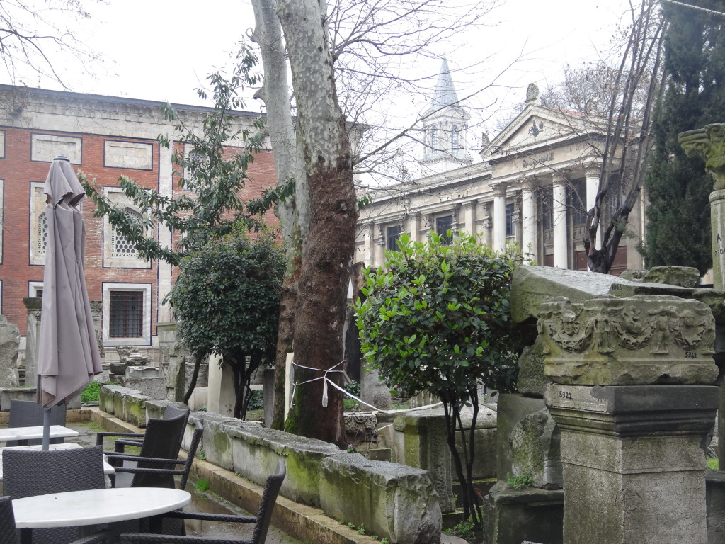 Cafe im Archäologischen Museums-Garten