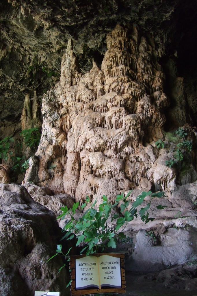 Mächtige Tropfsteine in der Agia Sofia-Höhle