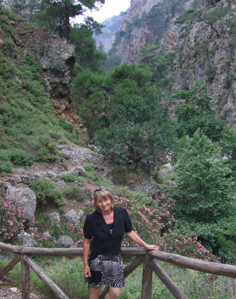 Überall am trockenen Flussbett blühen Oleander-Büsche