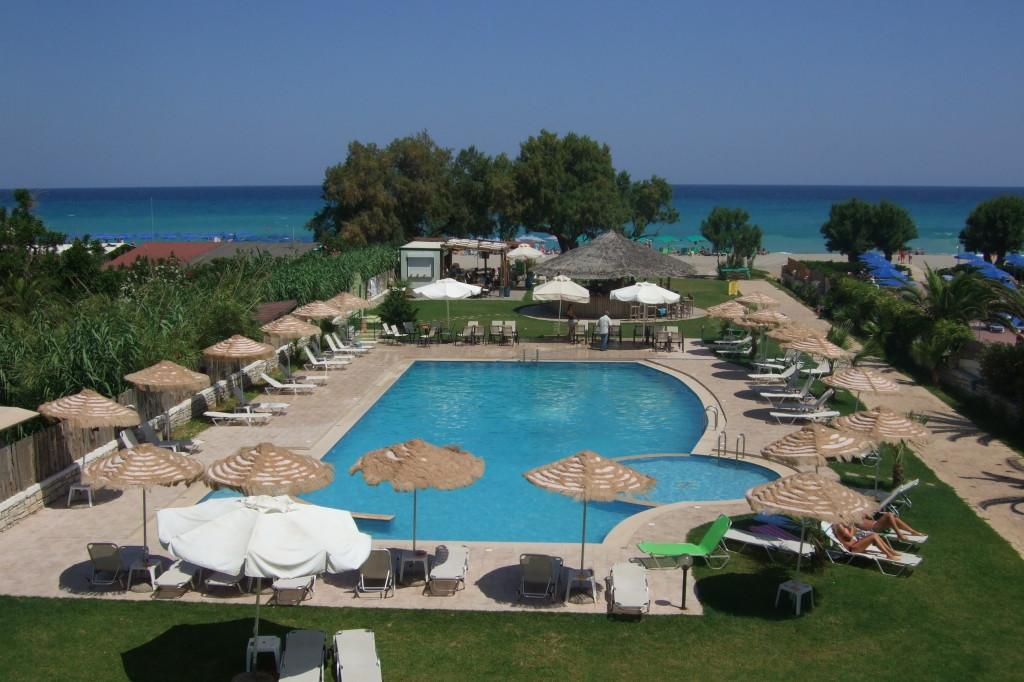 Unser Hotel liegt am langen Sandstrand ausserhalb Rethymnons