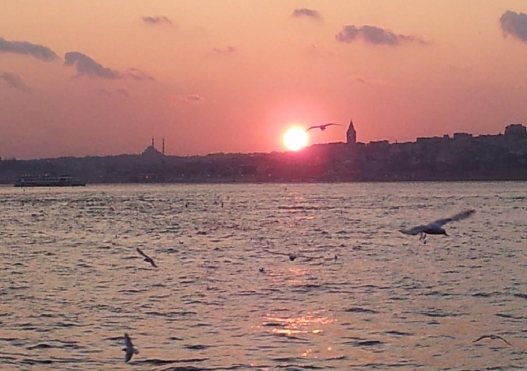 Die Sonne geht unter hinter dem Topkapi-Palast