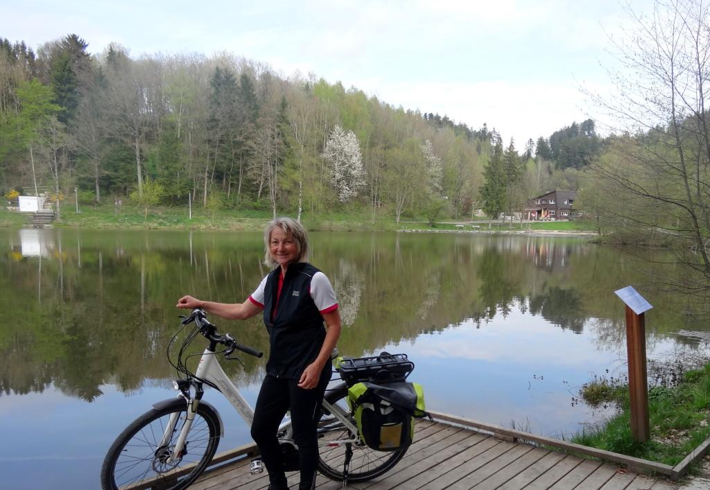 Der Waldsee bei Fornsbach ist ein beliebtes Ausflugs- und Badeziel