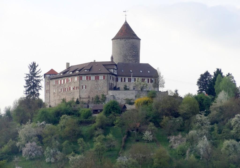 Die Burg Reichenbach thront oberhalb des Tales
