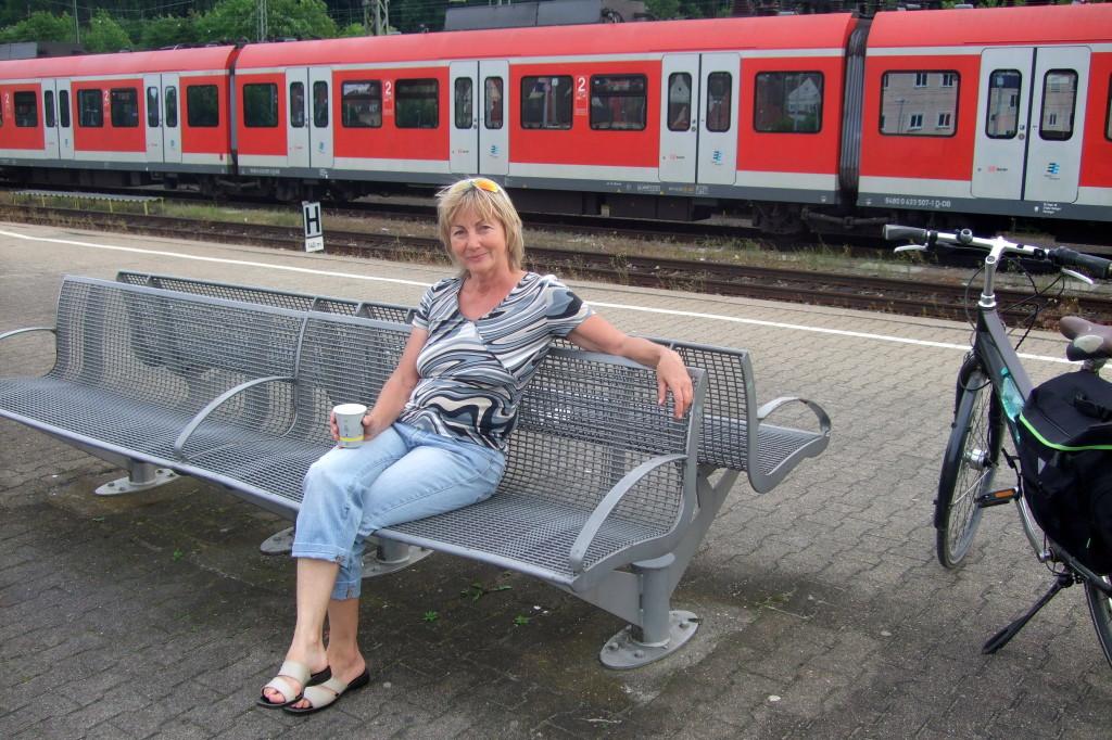 In Plöchingen steigen wir in die S-Bahn zurück nach Stuttgart. Mit unserer Extratour den Neckar entlang sind wir heute 90 Km geradelt