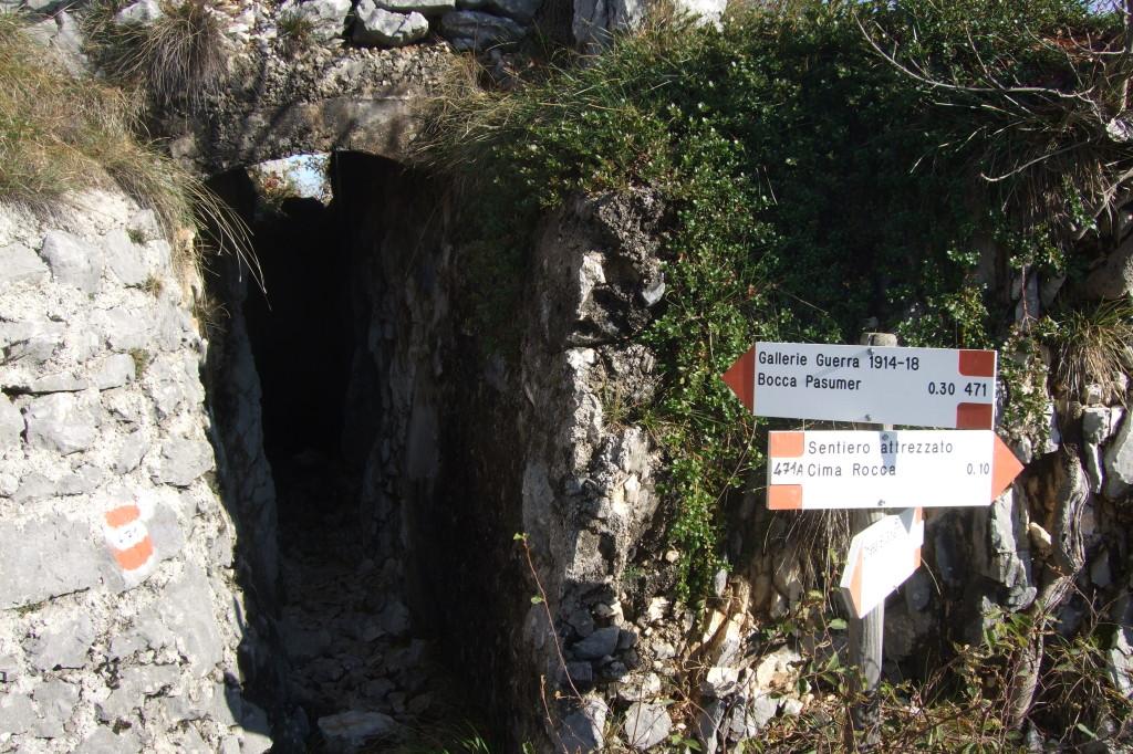 Der Stollen führt fast bis hinauf zum Cima Rocca