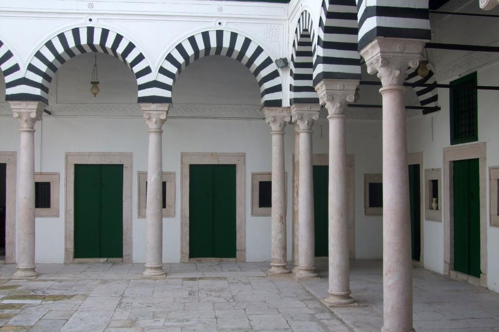 Eine der vielen Medersas von Tunis. Medersa ist eine Koranschule, in der ursprünglich ein heiliger, weiser Sidi unterrichtete