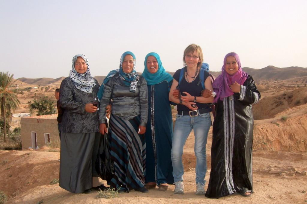 Die Damen kamen vom Marabout und freuen sich über die einzigen Europäerinnen weit und breit