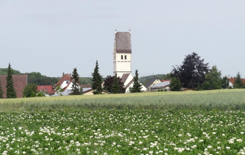 Blühende Kartoffeläcker und der Start-Punkt der Tour: Amstetten-Dorf