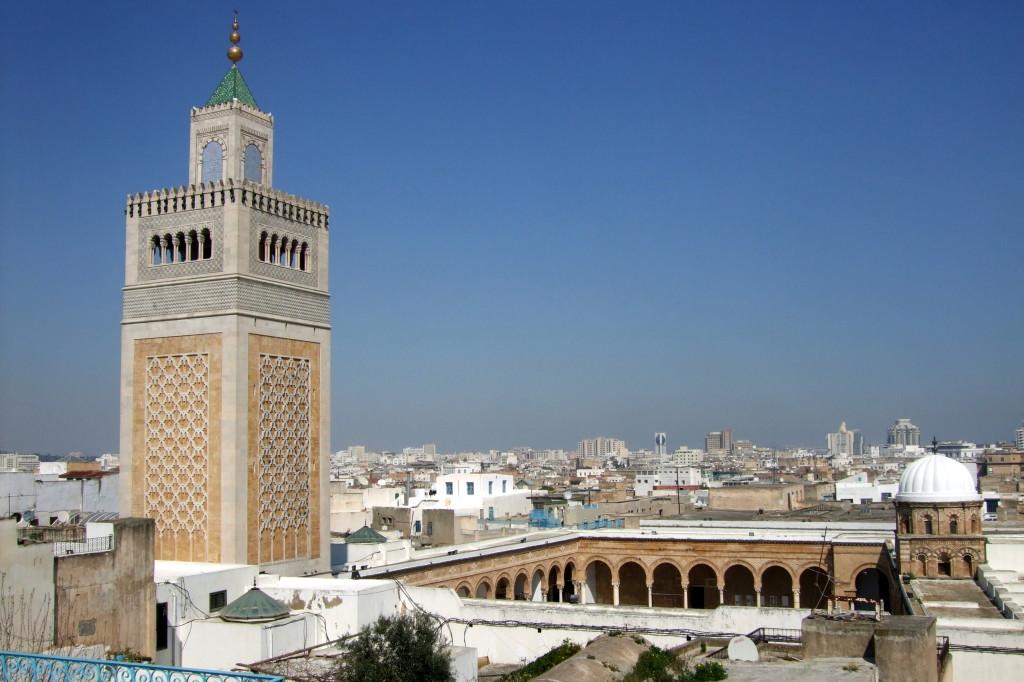 Die Große Moschee, von der Aussichtsterasse des Souvenirhändlers aus. Besuchen darf man sie als Nicht-Muslim leider nicht