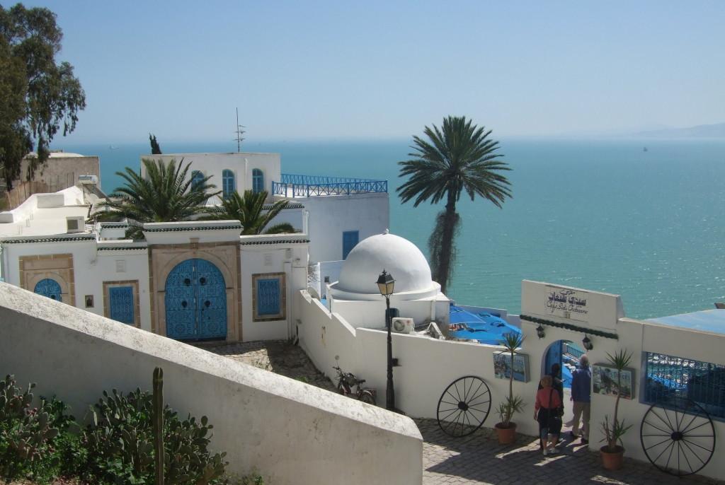 Das malerische Städtchen Sidi Bou Said bezauberte schon Paul Klee, der kurz vor dem 1. Weltkrieg Tunesien bereiste