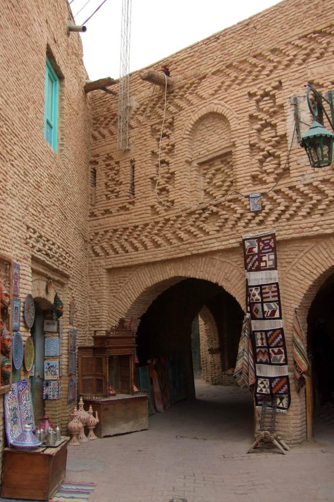 Nur in Touzeur und Nefta gibt es die verspielten Lehmziegel-Fassaden