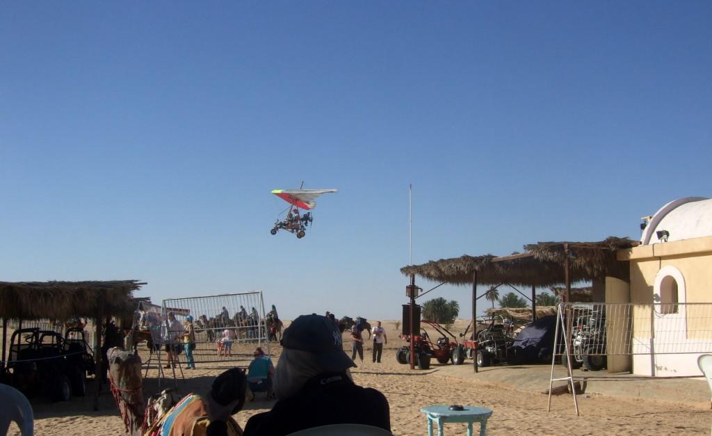 Auch fliegen ist möglich: Mit diesen Mini-Flugmaschinen oder im einmotorigen Leichtflugzeug. Und natürlich gibt es Buggys und Quads. Das ist auch für uns Individual-Touristen interessant.