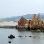 Vom Hafen führt eine schöne Fußgänger-Promeade zu den Aiguilles