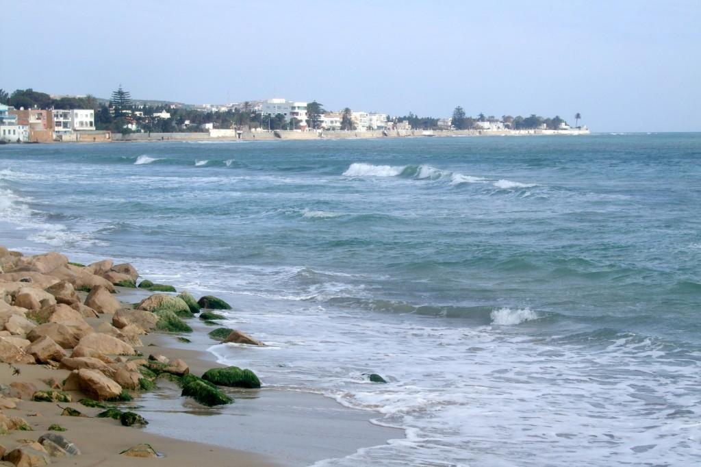Wir wohnen an der Corniche, im Hotel Jalta, mit wunderbarem Blick aufs Meer. Am Ufer reihen sich die Strandhotels aneinander