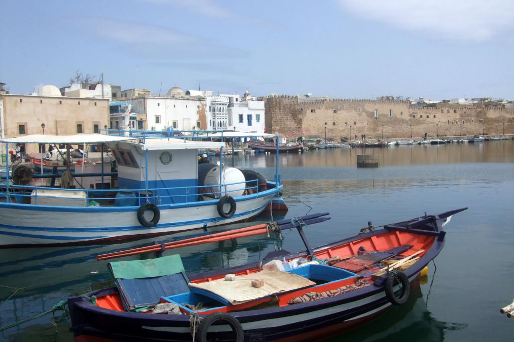 Die Kasbah am alten Hafen beherbergt ein altes Wohnviertel und sogar eine Moschee