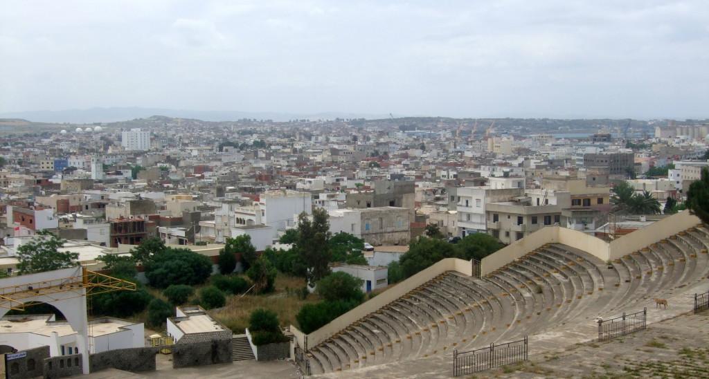 Vom Spanischen Fort aus übersieht man die Stadt und den Hafen bis hin zum Meer. Das Innere des Forts wird heute als Freilicht-Bühne genutzt