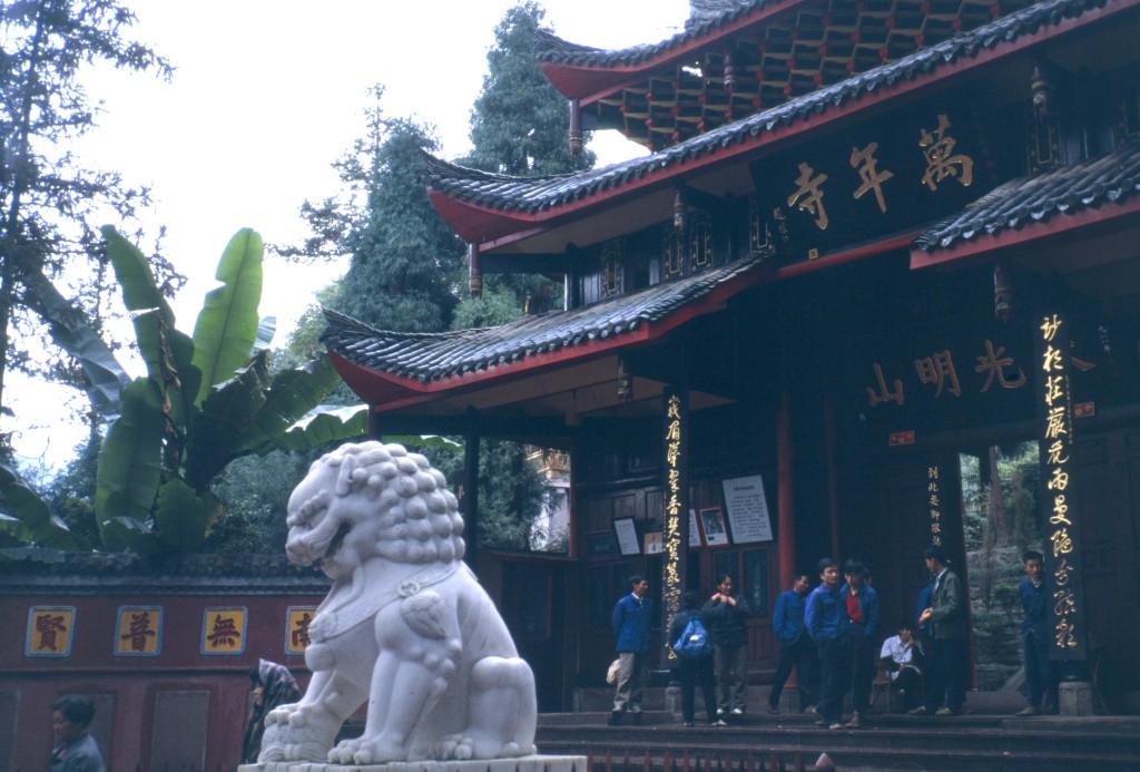 Auf dem Pilgerweg hinauf zum obersten Tempel gibt es viele Zwischenstationen