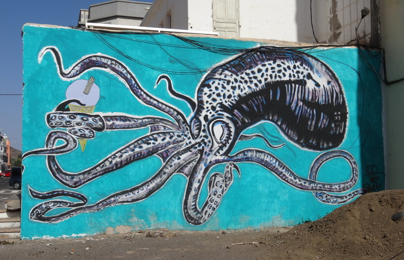 Überall im Ort begegnet man phantasievoller Graffity