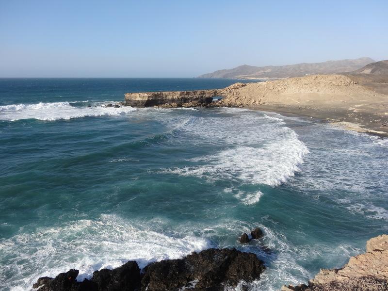 Die Bucht von La Pared. Man kann der Küste gen Norden auf einem unbezeichneten Pfaden folgen