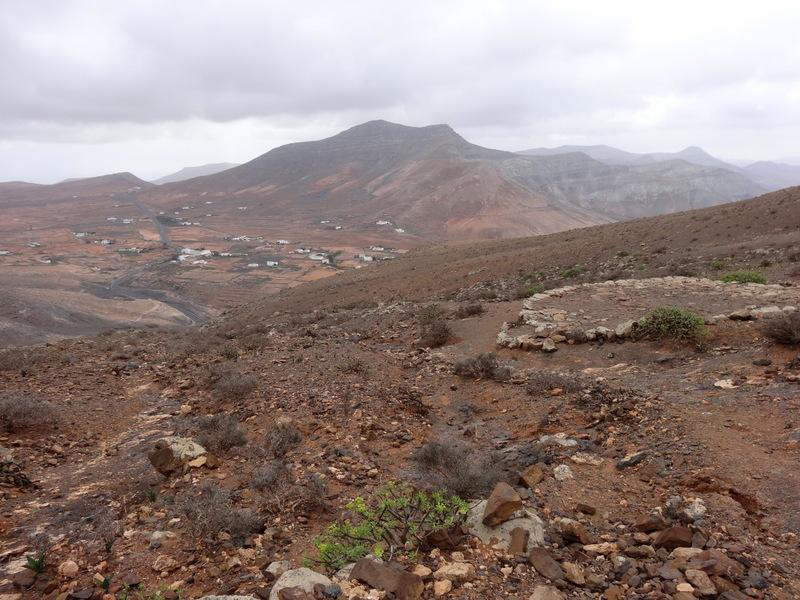 Auf dem Brunnen-Wanderweg, Vom letzten Mirador aus blicken wir zurück nach La Matilla