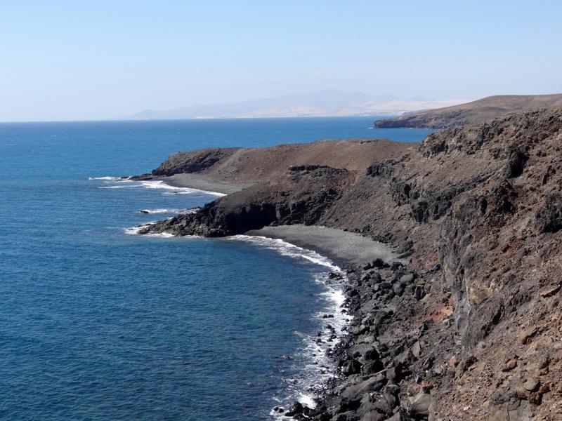 oder man quert einen Barranco. Immer mit grandiosem Blick aufs Meer