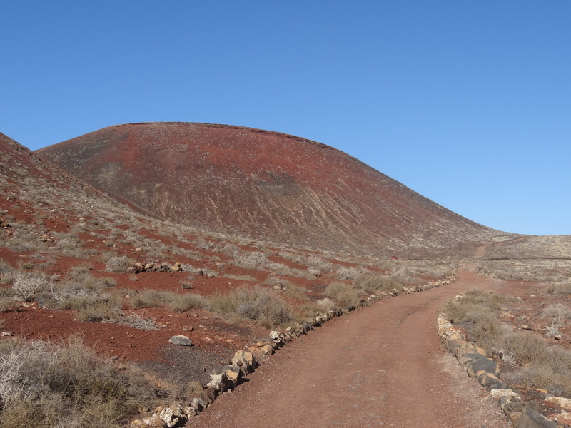 Das Nachmittagsprogramm: Auf einem markierten, alten Karrenweg wandern wir ab Lajares zum Vulkan Calderon Hondo