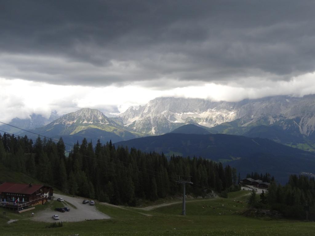 Ein heftiges Gewitter zieht herauf. Bei der Talfart begleiten uns Blitz, Donner und gewaltiger Regen