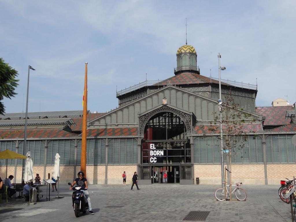 Die alte Markthalle von 1878 mit neem Innenleben