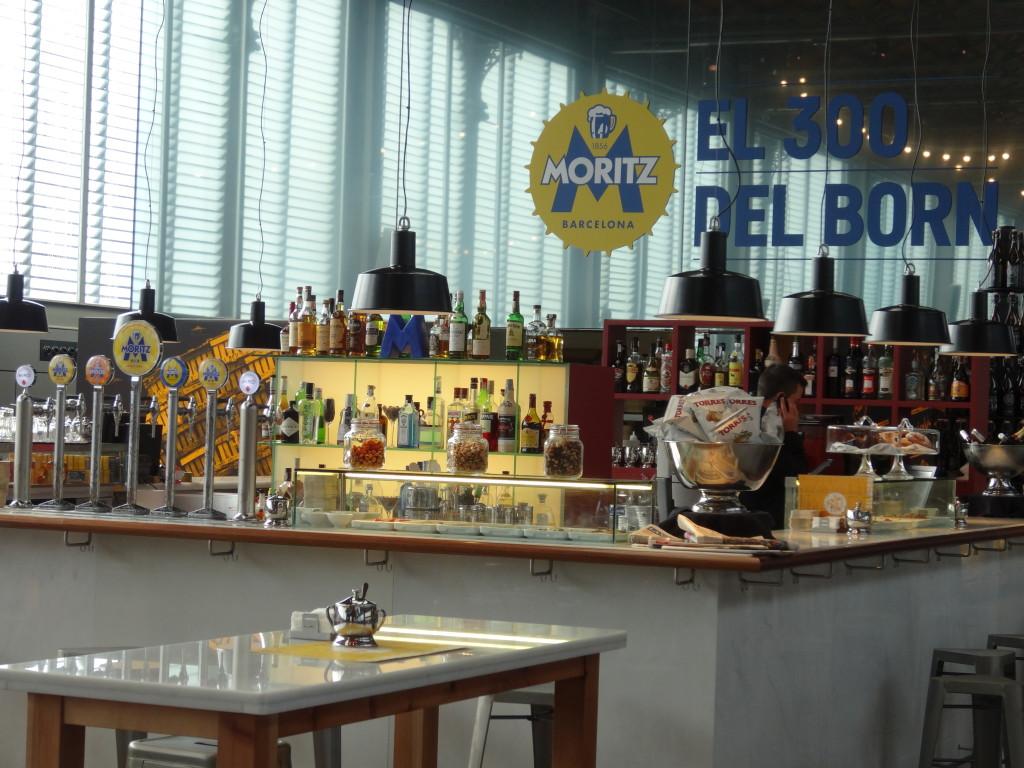 Natürlich gibt es auch ein schönes Restaurant mit Bar. Ich fand das Moritz-Bier so nett