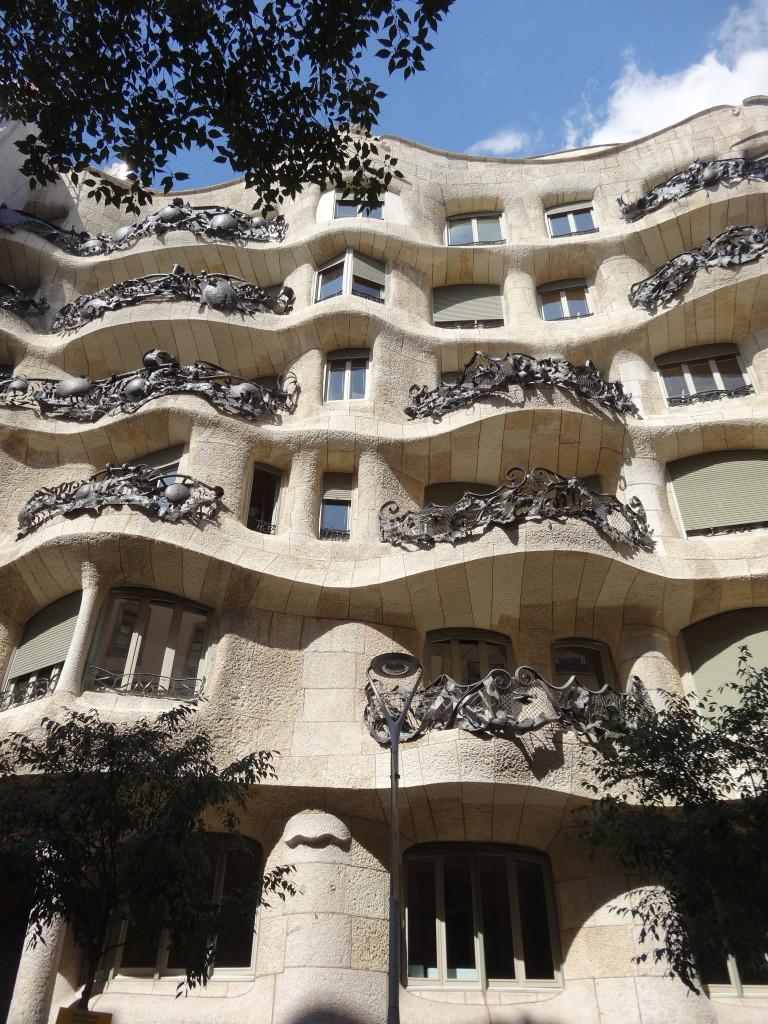 Casa Milà, genannt La Pedrera (Steinbruch)