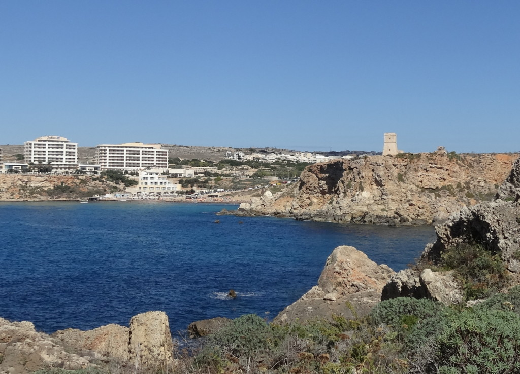 Golden Bay und Radisson-Hotel