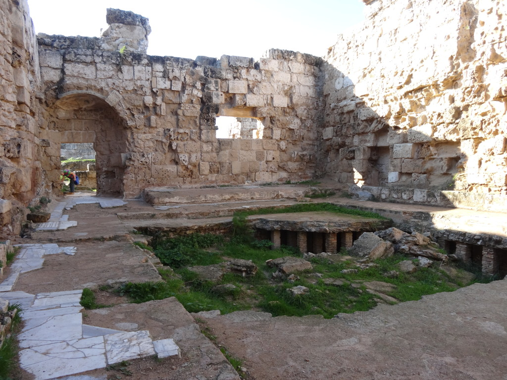 Salamis, Fußboden-Heizung