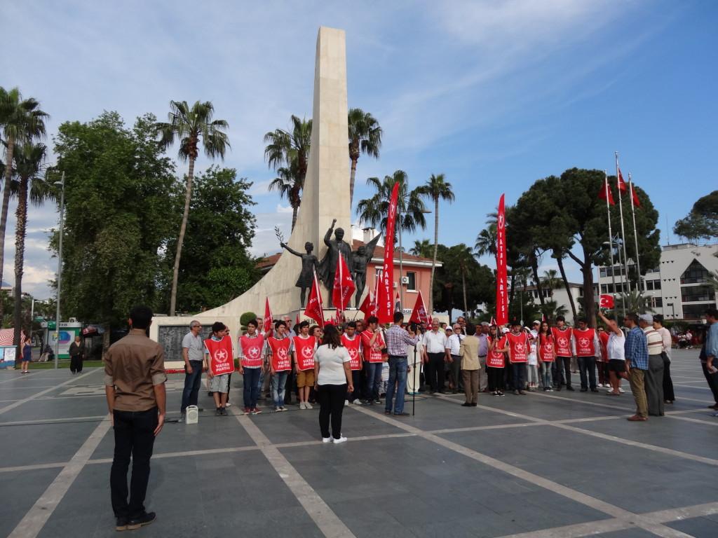 Attatürk- Denkmal und Wahlpropaganda