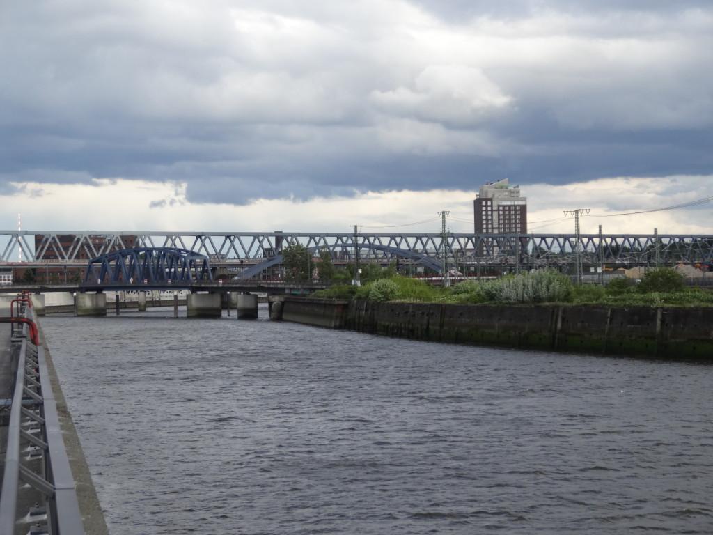 Brückengewirr bei der alten Elbbrücke