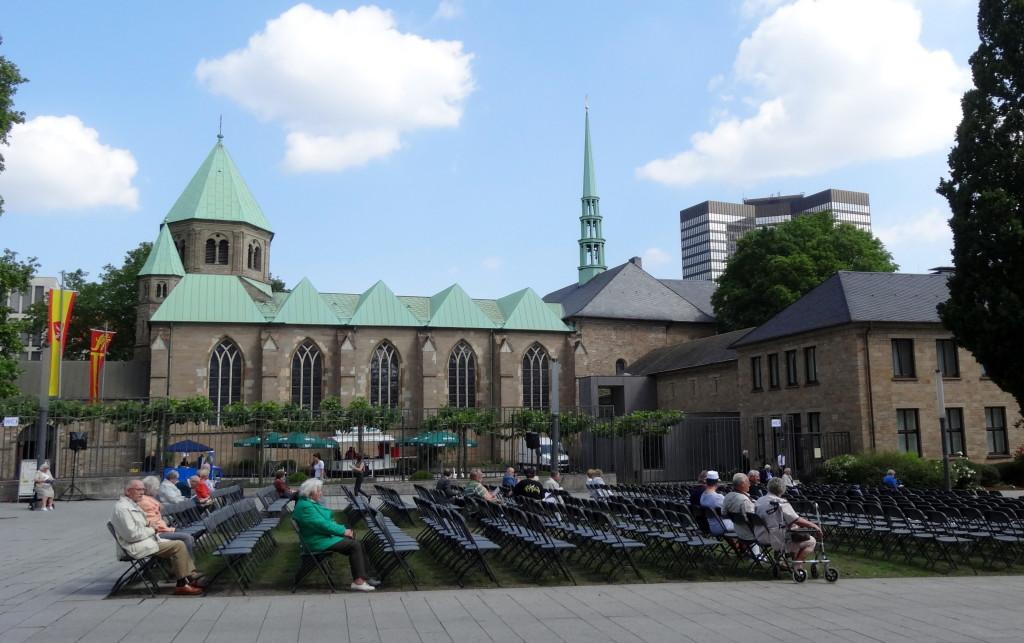 Gottesdienst vor dem Dom in Essen