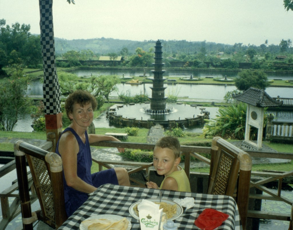 Bali02-2001-011