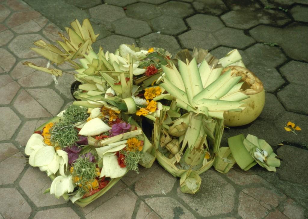 Bali02-2001-044