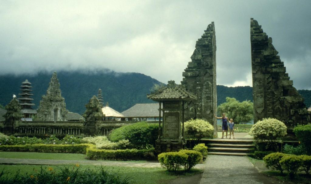 Bali02-2001-057