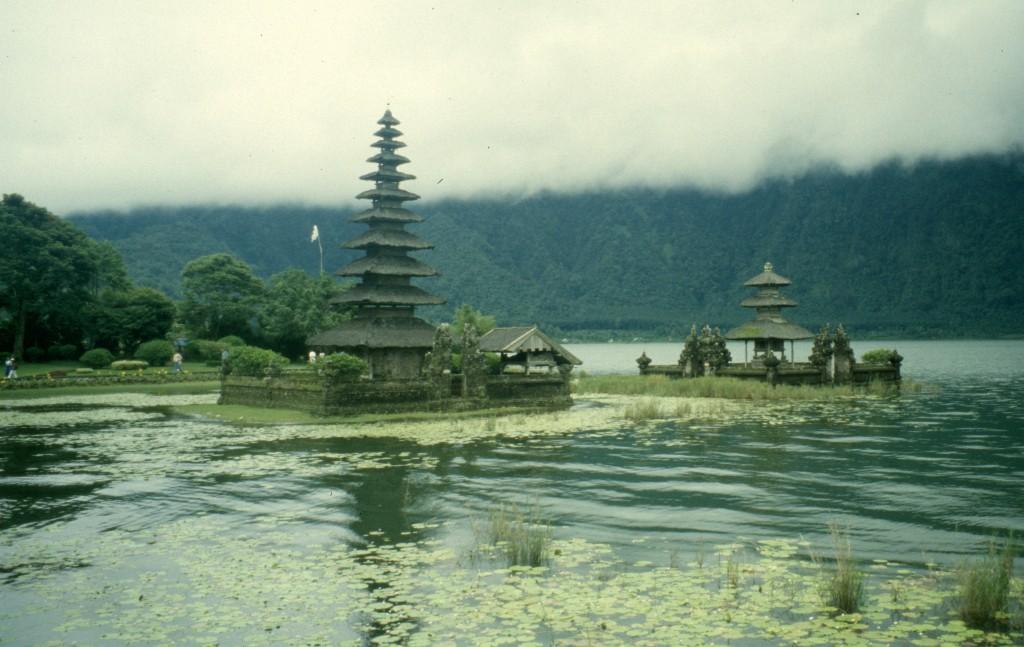 Bali02-2001-058