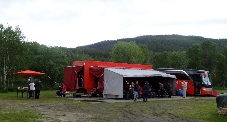 Riesiger Sonnenschirm Auf Moderner Holzt : Fauske norwegischer polarkreis trondheim rotel tag