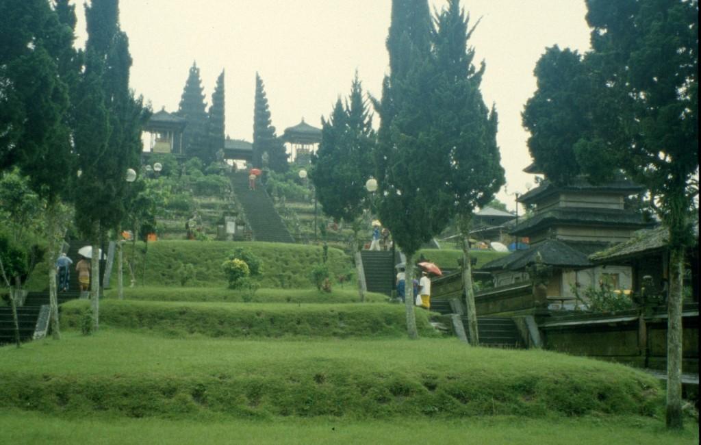 Bali02-2001-037