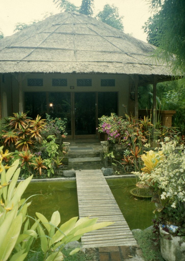 Bali02-2001-082